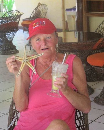 Restaurant  and Cafe Cristina: Enjoying an smoothie and gift from the beach , just 50 mts from our rest