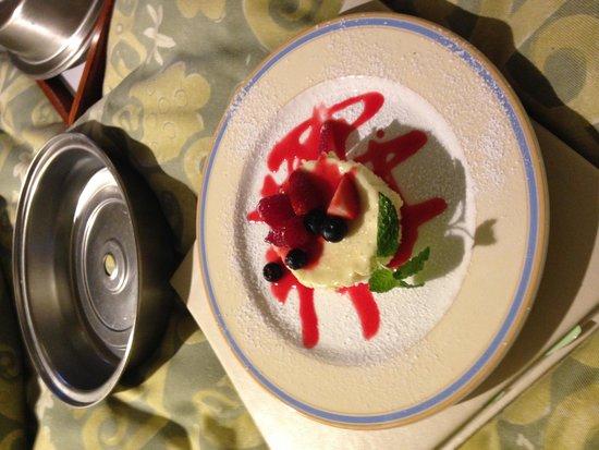 Hotel Amarano Burbank : Cheese cake
