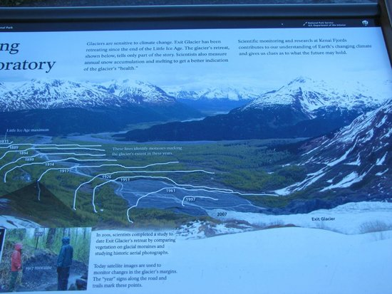 Harding Ice Field Trail: Explanation of the reducing glacier per years.