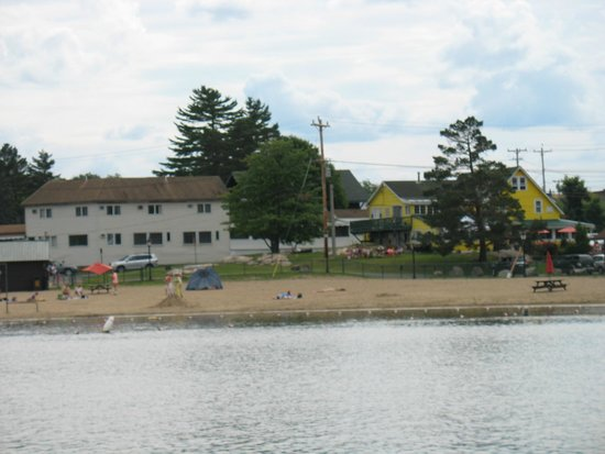 Water's Edge Inn: town beach