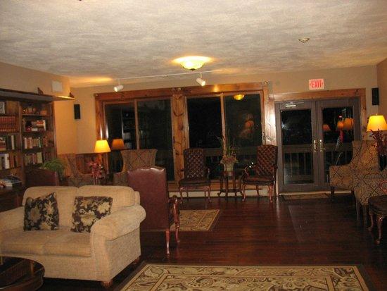 Water's Edge Inn: family room /den