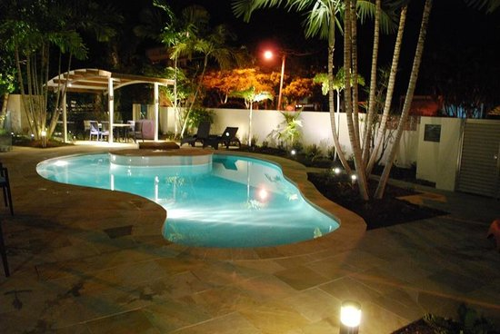 Mirra Chana Apartments - on the Spit Mooloolaba: Pool by Night