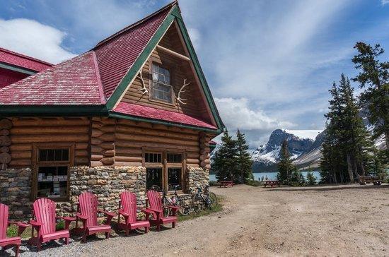 Num-Ti-Jah Lodge: Lodge and view
