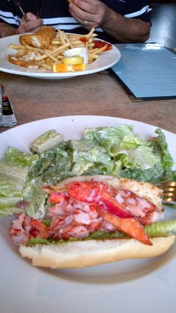 Lobster Barn Pub & Eatery: Lobster roll and ceased salad