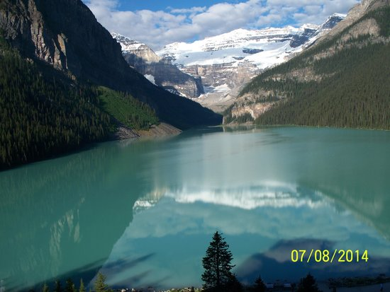 The Rocky Mountaineer Train: Lake Louise with reflecting glacier