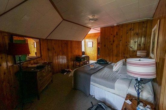 Num-Ti-Jah Lodge : Bedroom