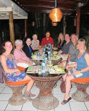 Cabinas Cristina Playa Tambor: family dinner