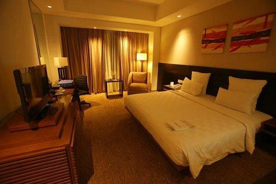 Novotel Balikpapan: large room