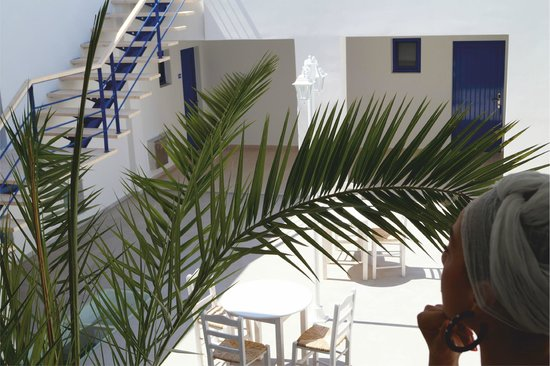 Eagle's Nest Hotel: Outdoor Courtyard