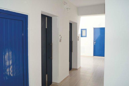 Eagle's Nest Hotel: Spacious Hallways