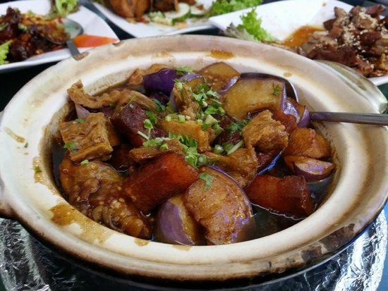 Man Yuan Fang : Salted fish with Egg plant in clay pot