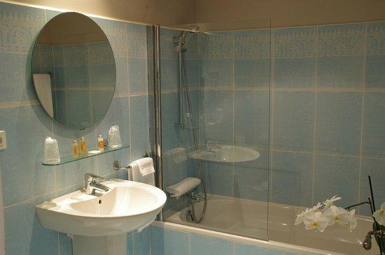 هوتل لا باستيد ديريس: Salle de bain Santoline