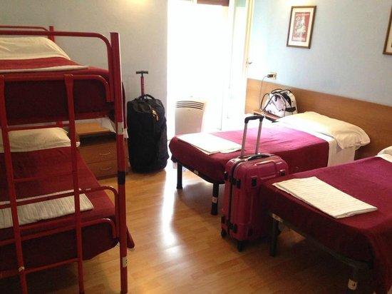Hostel Gallo d'Oro: Clean 4 bedroom
