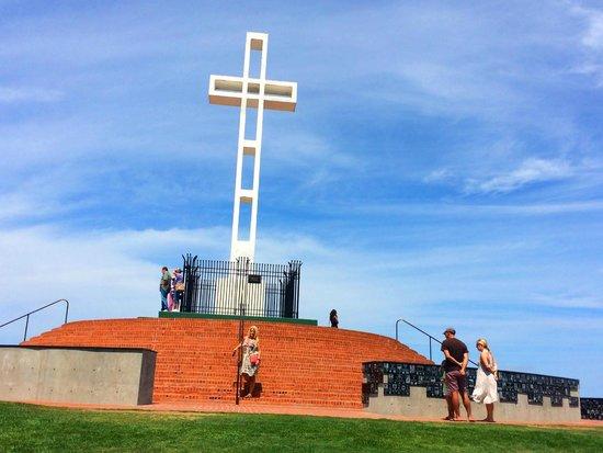 Mt. Soledad National Veterans Memorial : The cross