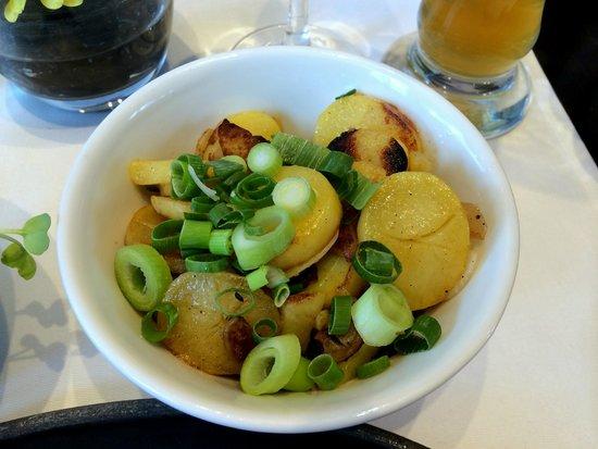 NH Frankfurt Airport: Wiener schnitzel - side patato salad