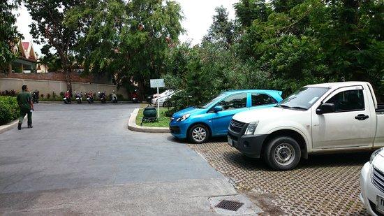 Centara Grand Beach Resort Samui: Parking