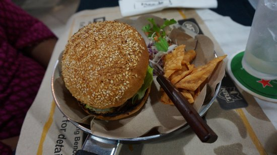 Meads Beach Bar & Grill: Beef burger (indonesian style)