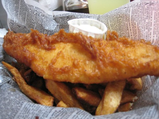 Mac's Fish & Chips Shop : this is the *smallest* basket