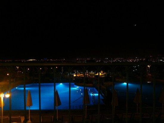 Vital Suites Hotel & Spa: Zona de piscina de noche