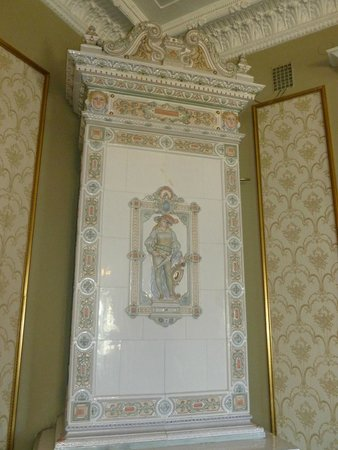 First Hotel Statt Karlskrona : Beautiful Swedish 'fireplace' in the breakfast room!