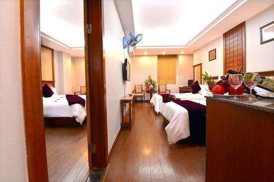 Golden Legend Hotel: enter connecting room
