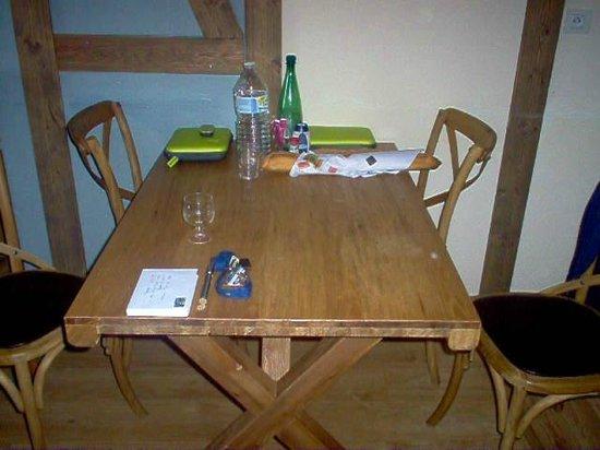 Madame Vacances Résidence Cami Real : le coin salle a manger