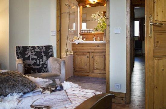 Montagnettes, Le Chalet du Vallon: Chambre double avec salle de bain