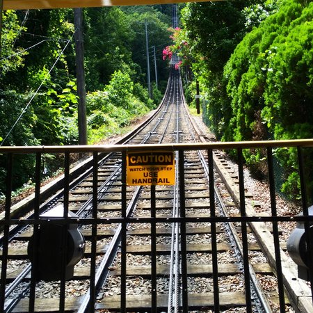 The Lookout Mountain Incline Railway: Headed back up the mountain!
