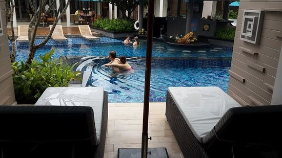 Grand Mercure Phuket Patong: View from pool access room