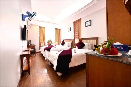 Golden Legend Hotel: Deluxe triple family room