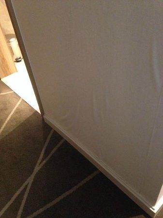 Hilton London Metropole : Leaking - Wall/Floor view