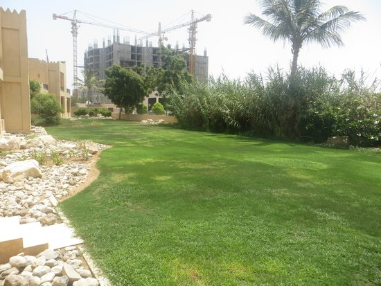 Hilton Al Hamra Beach & Golf Resort: Lawn area outside our room