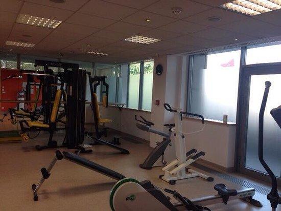 Mercure Poznan: Fitness Center: no treadmill, old stepper, bike is broken.