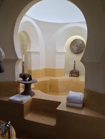Four Seasons Resort Langkawi, Malaysia: Upper Melaleuca Pavilion - Giant bathtub or mini pool?