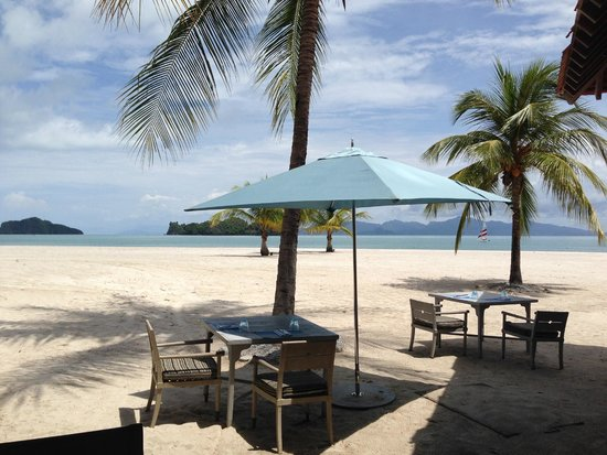Four Seasons Resort Langkawi, Malaysia: View from restaurant next to Family pool
