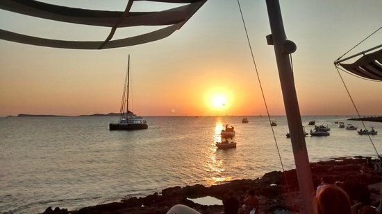 Sundown Ibiza Suites & Spa : Puesta de sol en Sant Antoni (Savannah CLub)