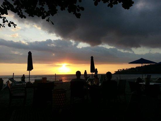 Kila Senggigi Beach Lombok: Sunset from Hotel Happy Hour grounds
