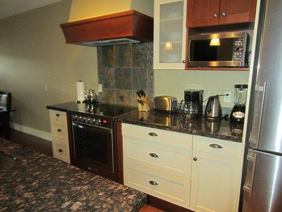 Solara Resort & Spa - Bellstar Hotels & Resorts: Solara kitchen