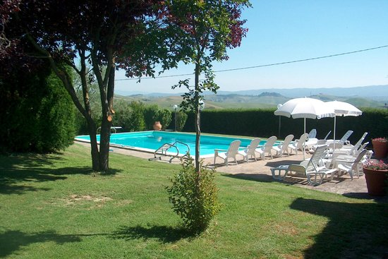 Country House Podere Casalunga: the pool