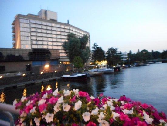 Hilton Amsterdam: Vue Hôtel HILTON