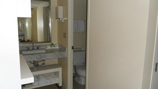 Hyatt Regency Sarasota: Sink outside the bathroom