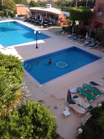 Hotel Belavista da Luz: Still in pool at 6pm best part of the day still hot & all to ourselves picture taken from our ba