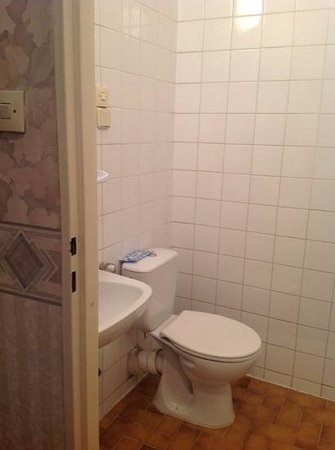 Polonia Hotel: adequate space, but sink truly very small