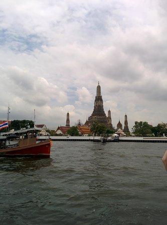 Chao Phraya River: 船上から見た風景