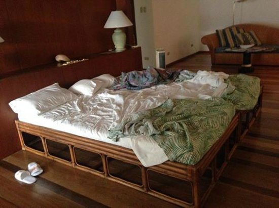 Badian Island Resort and Spa : the 30-year old bed of the resort!
