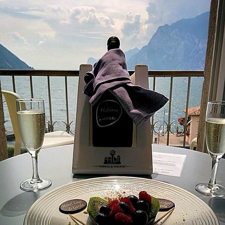 Hotel Lago di Garda : Welcome drink and view from the room