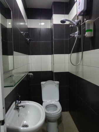 ML Inn Hotel : Bathroom