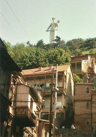 Old Town (Altstadt) Tbilisi: Denkmal:  Mutter Georgiens