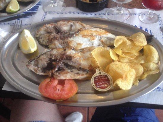 La Lonja del Pescado Frito SL. : Daurade entière et ses patatas fritas
