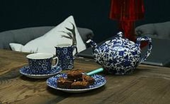 Middleport Pottery - Home of Burleigh: Blue Arden and Calico mixed together to create a classic blue & white look